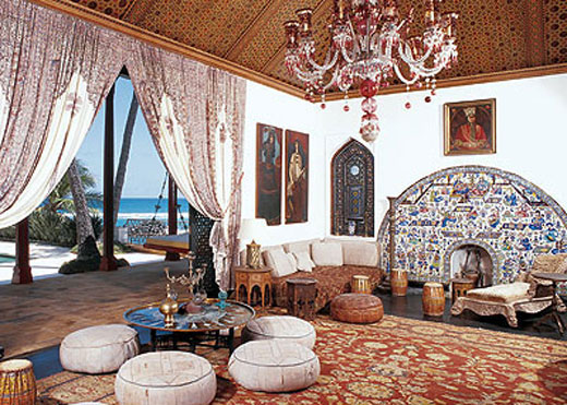 """Used as a pool house/guesthouse, Shangri La's """"Playhouse"""" was patterned after a 17th-century royal pavilion in Esfahán, Iran. It's interior features artworks created during the 19th-century reign of Iran's Qajar dynasty. Phtograph: Smithsonian Magazine, Copyright"""