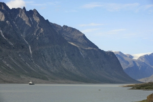 Boat_in_Arctic