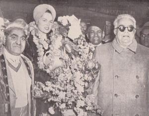 Aga Khan III and the Begum arrive in South Africa