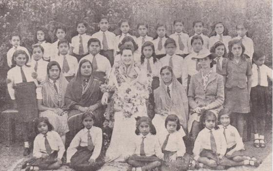 Aga Khan III Begum with Pretoria Aga Khan school's children