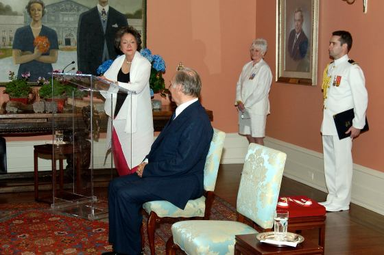 Her Excellency the Right Honourable Adrienne Clarkson, Governor General of Canada from 1999-2005 is presenting the Order of Canada decoration to His Highness the Aga Khan. Photo credit: Sgt Eric Jolin, Rideau Hall.