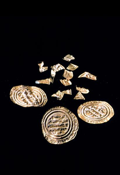 Three gold quarter dinars of the Fatimid Imam-Caliph al-Hakim were among the Fatimid objects found in a shipwreck in Turkey. Please visit Simerg's new photo blog. Click http://simergphotoblog.wordpress.com or on image. Photo credit: Institute of Nautical Archaeology.