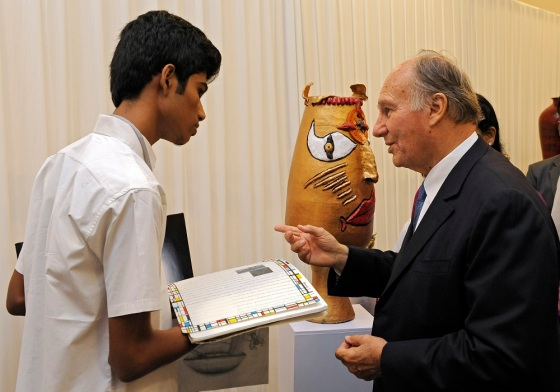 His Highness the Aga Khan asks a student at the Aga Khan Academy, Hyderabad about his work. - Photo: AKDN/Gary Otte.