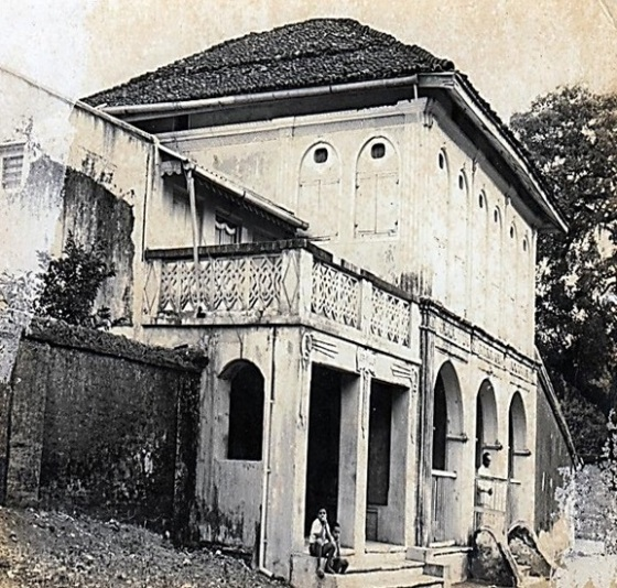 Parsee house, neighbouring the old Daman jamatkhana.