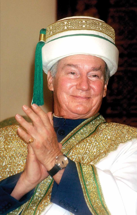 "His Highness the Aga Khan in the Jamiapoash which comprises comprises a Khila'at, or  ""robe of honour"" and a Sirpoash meaning  ""headwear"" in Persian. Photo: Aga Khan Development Network."