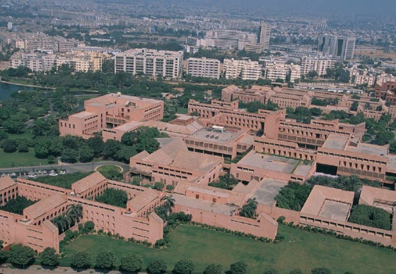 An aerial view of the Aga Khan University in Karachi, Pakistan. The University was chartered as Pakistan's first private international university in 1983 during the reign of President Zia ul-Haq. Photo: Aga Khan Development Network.