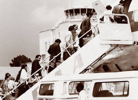 Asian refugees boarding a plane at Kampala's Entebbe airport after Idi Amin's edict in 1972 cleansing Uganda of its Asian citizens and residents. Photo: Government of Canada archives.