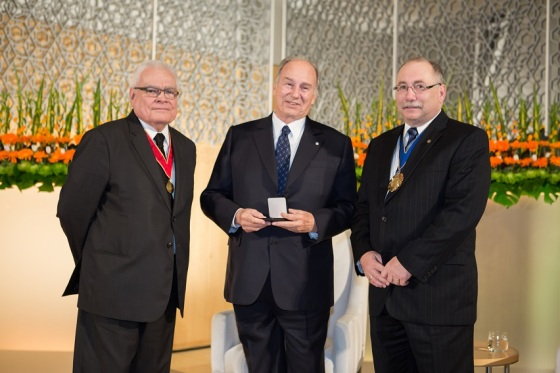 (l to r) - George Baird, the 2010 recipient of the coveted RAIC Gold Medal, His Highness the Aga Khan with the 2013 medal presented to him, and Paul E. Frank, the President of RAIC. Photo: © AKDN/Farhez Rayani.