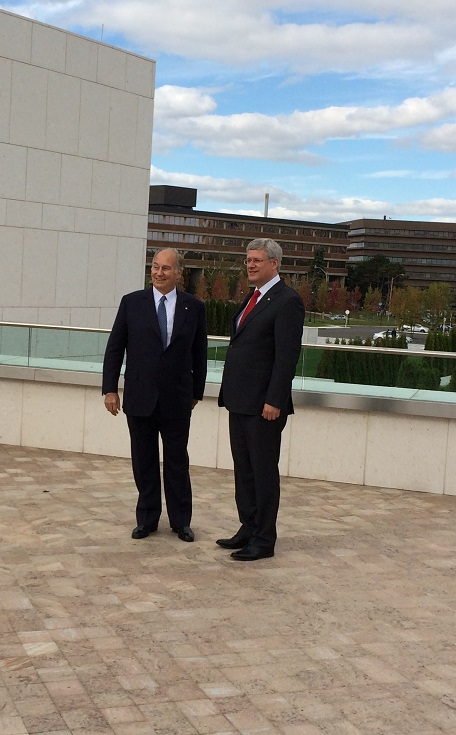 Mawlana Hazar Imam, His Highness the Aga Khan, and Prime Minister Stephen Harpur at the opening ceremony of the Ismaili Centre on September 12, 2014. Photo: Malik Merchant/Simerg.