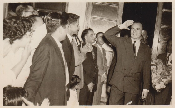 Prince Aly Khan pictured with members of  Lourenço Marques (Maputo after independence) during his visit to Mozambique in 1958. Photo: Jehangir A. Merchant Collection.