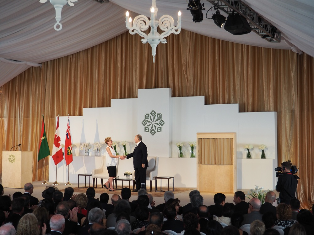 Mawlana Hazar Imam congratulates Premier Kathleen Wynne after the completion of her speech at the opening of the Aga Khan Park on May 25, 2015. Photo: Simerg/Malik Merchant. Copyright.