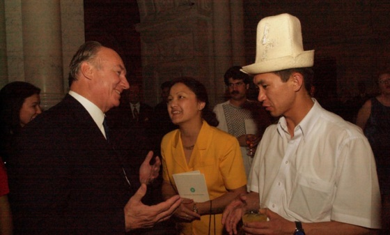 Mawlana Hazar Imam at the Silk Roads Festival in Washington D.C. IN 2002. Please click for more photos.