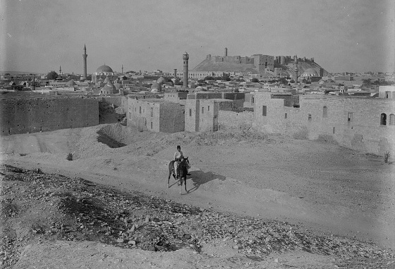 Aleppo and its castle from South West. Created/Published between 1898 and 1946. Photo: USA Library of Congress Collection, Gift Episcopal Home; 1978.