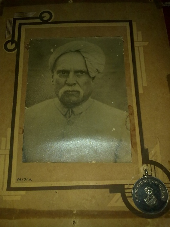 A portrait of Nazarali Bapa with a replica of a medal he was honoured with by Mahatma Gandhi. Photo: Khurshid Makani Collection.