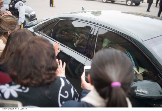 His Highness the Aga Khan returns a farewell wave to well-wishers, as his car departs Parliament Hill following his meeting with Prime Minister Justin Trudeau on Tuesday, May 17, 2016. Photo: Jean-Marc Carisse. Copyright