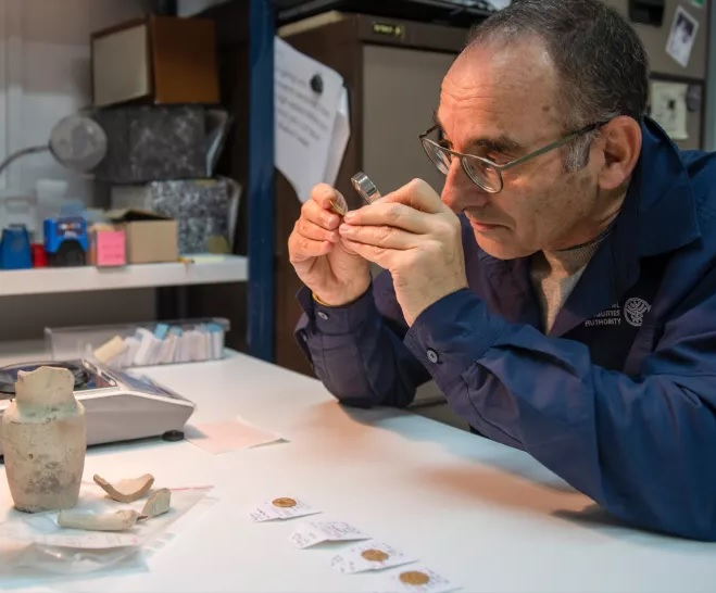 Examination of coins unearthed in Jerusalem
